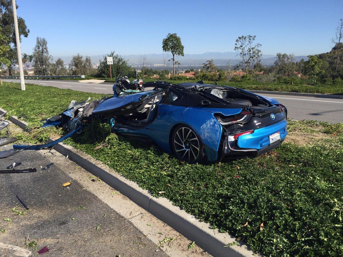 Nesrečno Pod Tovornjakom Končal Protonic Blue Bmw I8