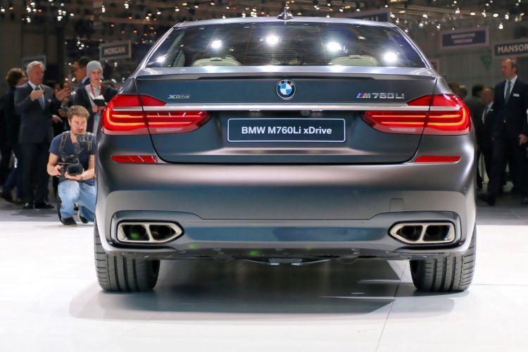 Geneva_Motor_Show_2016 - BMW M760i (12)