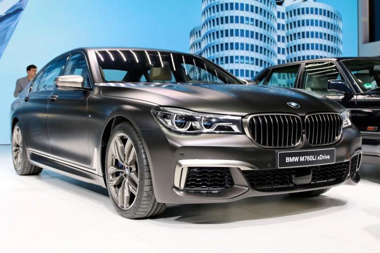 Geneva_Motor_Show_2016 - BMW M760i (9)