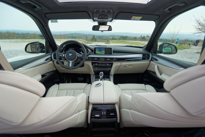 BMW TEST - BMW X5 xDrive30d - notranjost (1)