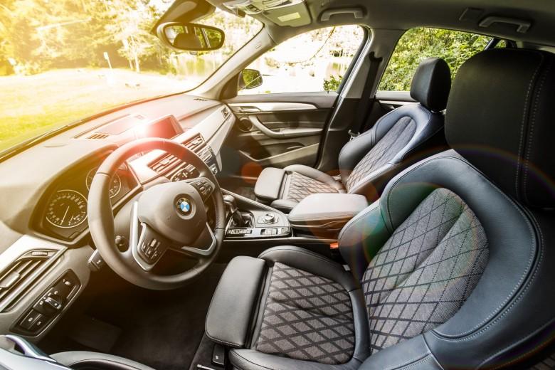 BMWBLOG-BMW-TEST-BMW-X1-sDrive18d-notranjost-3