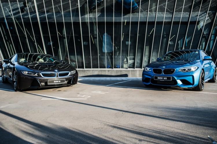 BMWBLOG - BMW video - BMW i8 & M2 - Kristalna Palaca (1)