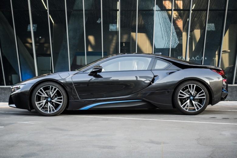 BMWBLOG - BMW video - BMW i8 & M2 - Kristalna Palaca (33)