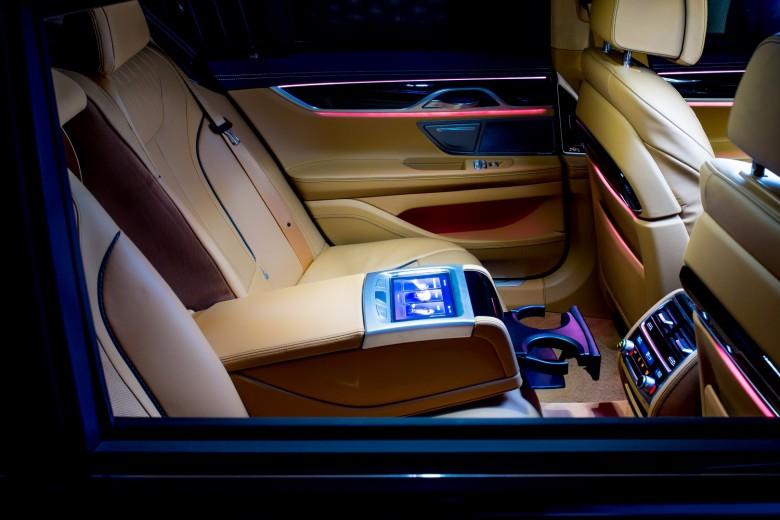 BMWBLOG - BMW TEST - BMW 730d G11 - BMW Individual - BMW Avto Aktiv - notranjost (9)