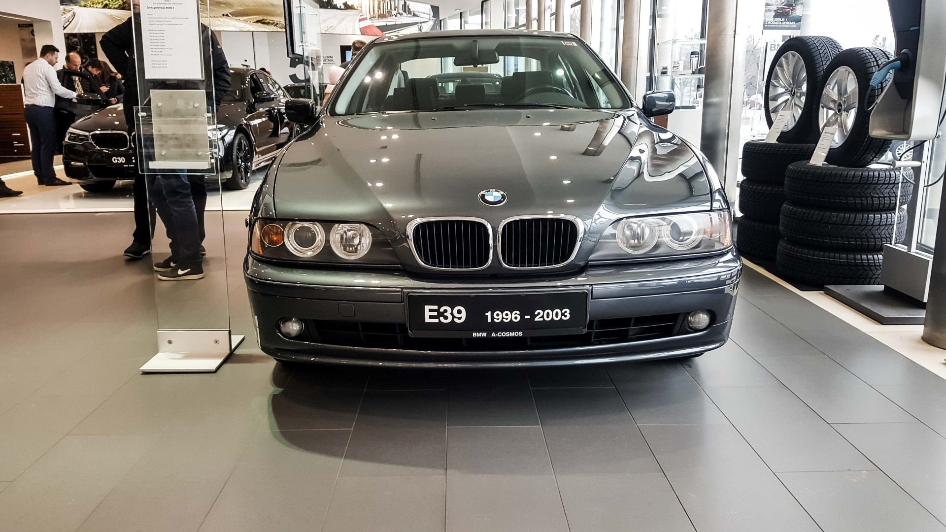 Bmwblog Bmw 5 Series E12 E28 E34 E39 E60 F10 G30 Showroom 11