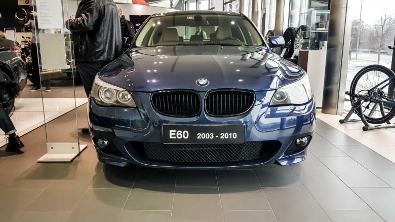 BMWBLOG - BMW 5 series - E12 - E28 -E34 - E39 - E60 - F10 - G30 - showroom (15)