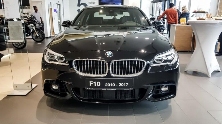 BMWBLOG - BMW 5 series - E12 - E28 -E34 - E39 - E60 - F10 - G30 - showroom (20)