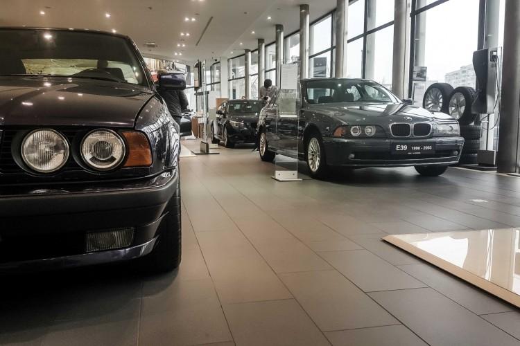 BMWBLOG - BMW 5 series - E12 - E28 -E34 - E39 - E60 - F10 - G30 - showroom (28)