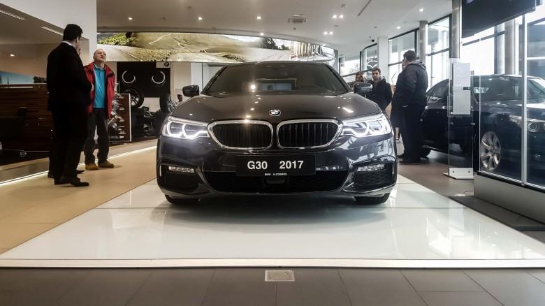 BMWBLOG - BMW 5 series - E12 - E28 -E34 - E39 - E60 - F10 - G30 - showroom (35)