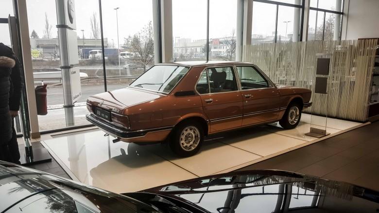 BMWBLOG - BMW 5 series - E12 - E28 -E34 - E39 - E60 - F10 - G30 - showroom (39)