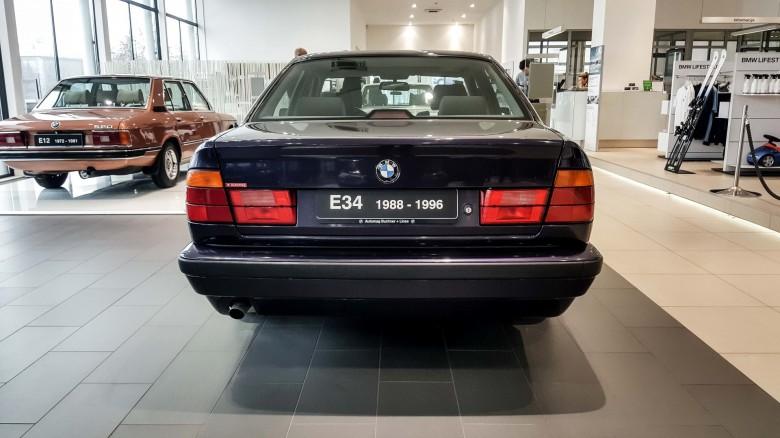 BMWBLOG - BMW 5 series - E12 - E28 -E34 - E39 - E60 - F10 - G30 - showroom (9)