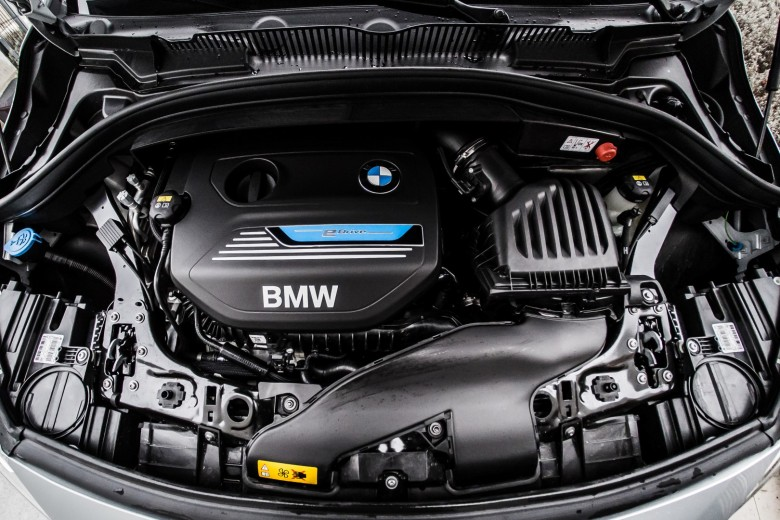 BMWBLOG - BMW TEST - BMW 225xe iPerformance - Hybrid - eDrive - notranjost (34)