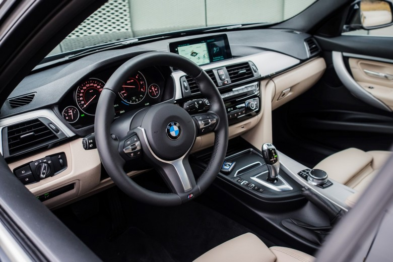 BMWBLOG - BMW test - BMW 320d xDrive Touring -notranjost (25)