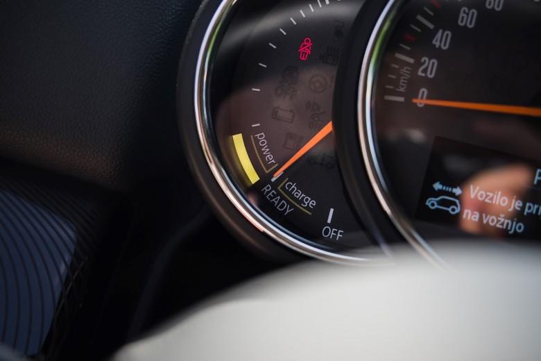 BMWBLOG - BMW Avto Aktiv - MINI Avto Aktiv - MINI Countryman SE Hybrid - notranjost (9)