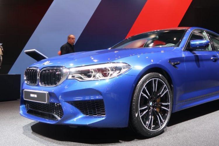 BMWBLOG-BMW-M5-F90-IAA-FRANKFURT-marina-bay-naslovna