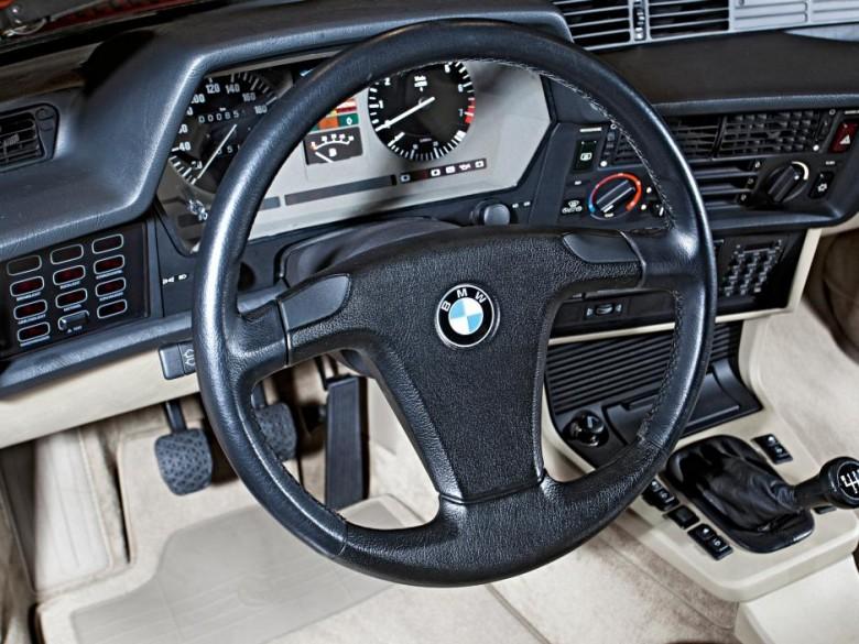 BMWBLOG-steering-wheel