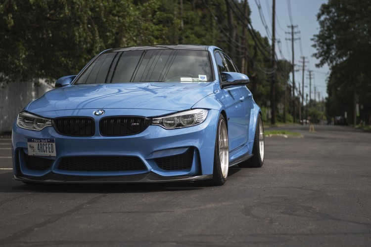 Yas-Marina-Blue-BMW-M3-With-BBS-Wheels-And-Carbon-Fiber-Parts- naslovna