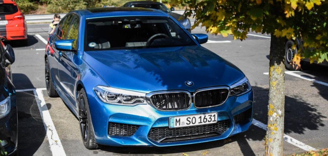 BMWBLOG-bmw-m5-f90-snapper-rocks-blue (1)