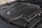 BMWBLOG-bmw-m760li-vs-skoda-superb-280-drag-primerjava-carwow (3)