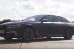 BMWBLOG-bmw-m760li-vs-skoda-superb-280-drag-primerjava-carwow (5)
