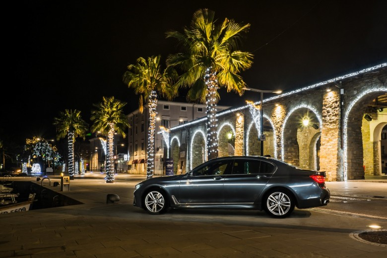 BMWBLOG - BMW 7 series - 730d - BMW A-Cosmos - Christmass lights (16)