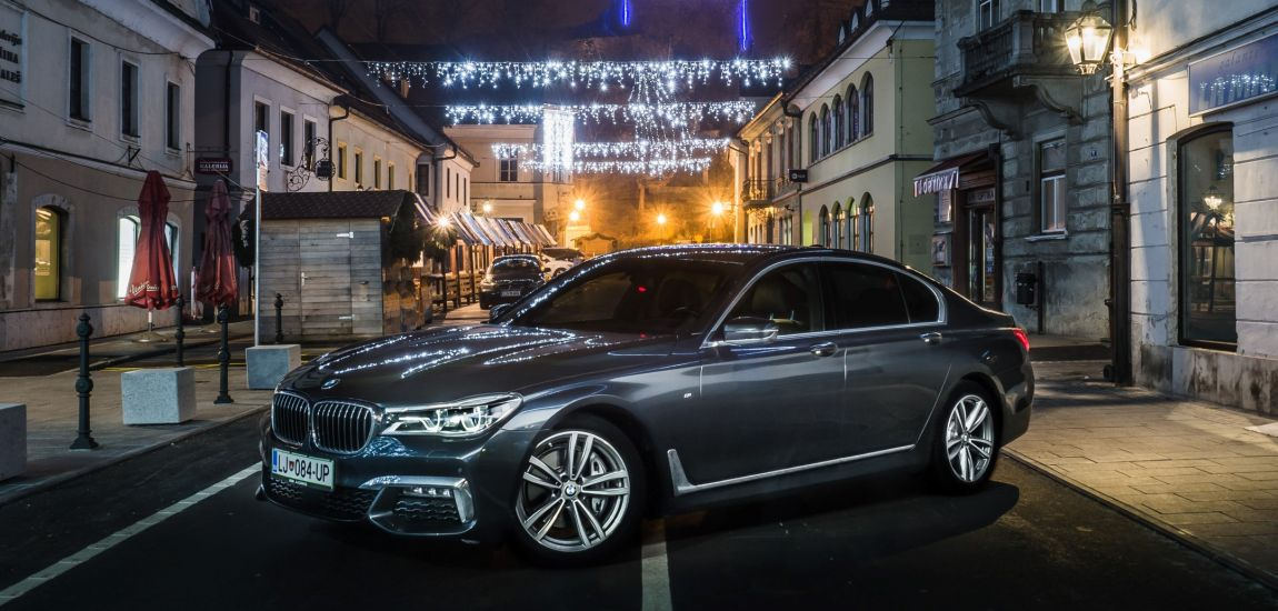BMWBLOG - BMW 7 series - 730d - BMW A-Cosmos - Christmass lights (4)