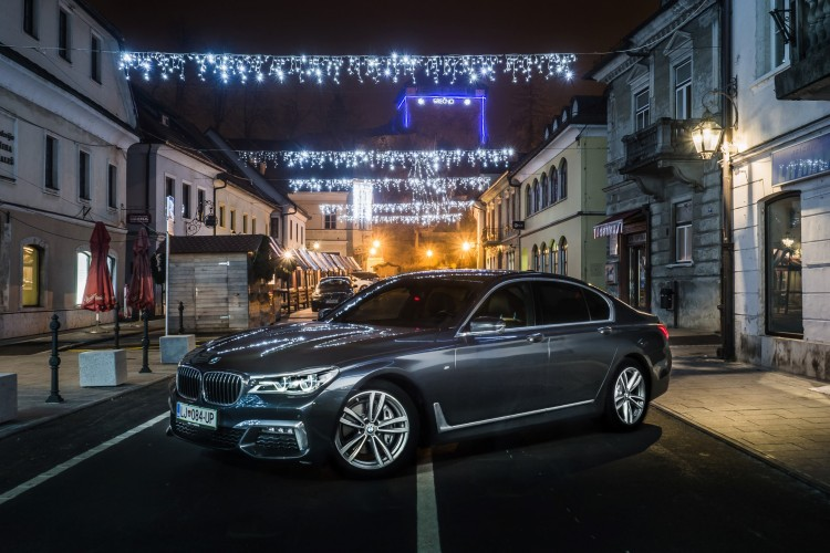 BMWBLOG - BMW 7 series - 730d - BMW A-Cosmos - Christmass lights (4)