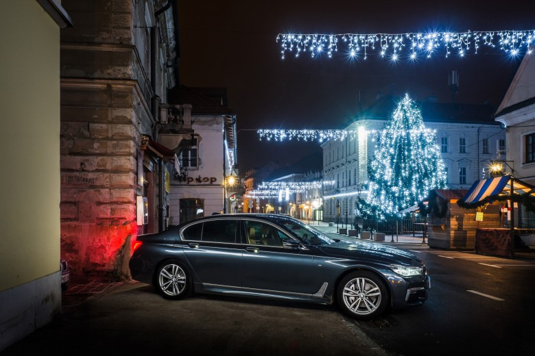 BMWBLOG - BMW 7 series - 730d - BMW A-Cosmos - Christmass lights (5)