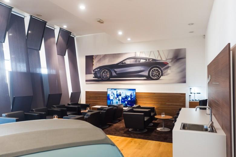 BMWBLOG - BMW A-Cosmos - Lounge BAR Isetta (13)