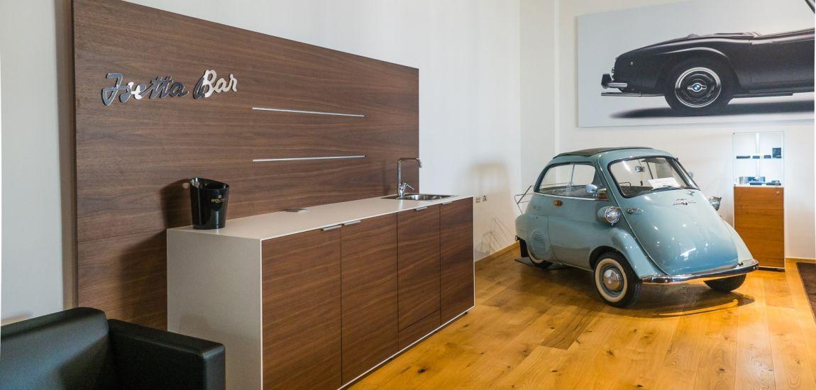 BMWBLOG - BMW A-Cosmos - Lounge BAR Isetta (21)