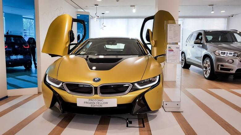 BMWBLOG - BMW i8 Protonic Frozen Yellow - BMW Park Lane - London (3)