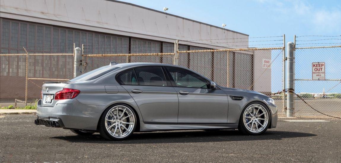 BMWBLOG-bmw-f10-m5-on-velos- naslovna