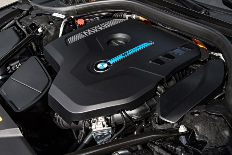 bmw-740e-engine