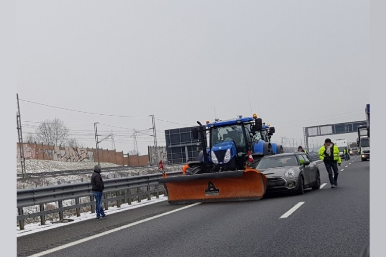 mini-vs-tractor (7)